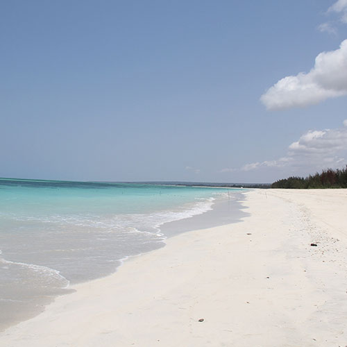 Chuiba-Bay-Lodge-White-sandy-beaches