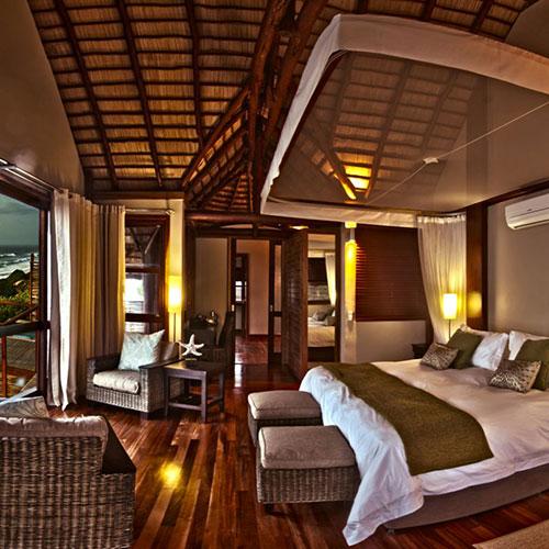 Massinga-Beach-Lodge-Oceanfront-DELUXE-Bedroom